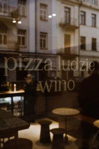 RAJ pizza ludzie wino